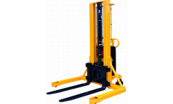 Semi-Electric-Stacker-with-Straddle-Leg